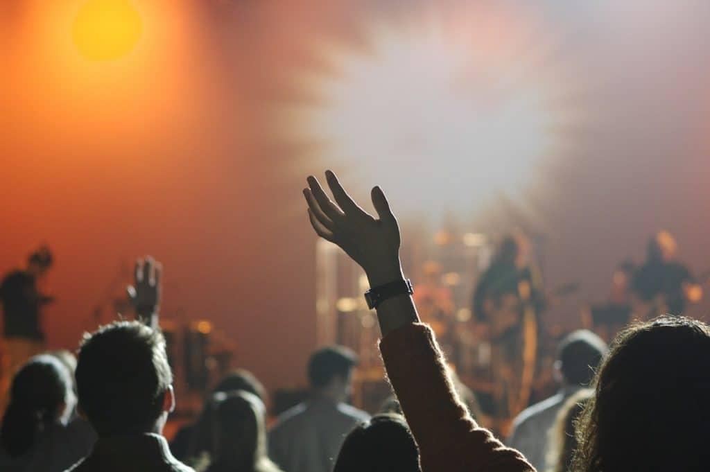 16-year-old-birthday-ideas-backyard-concert