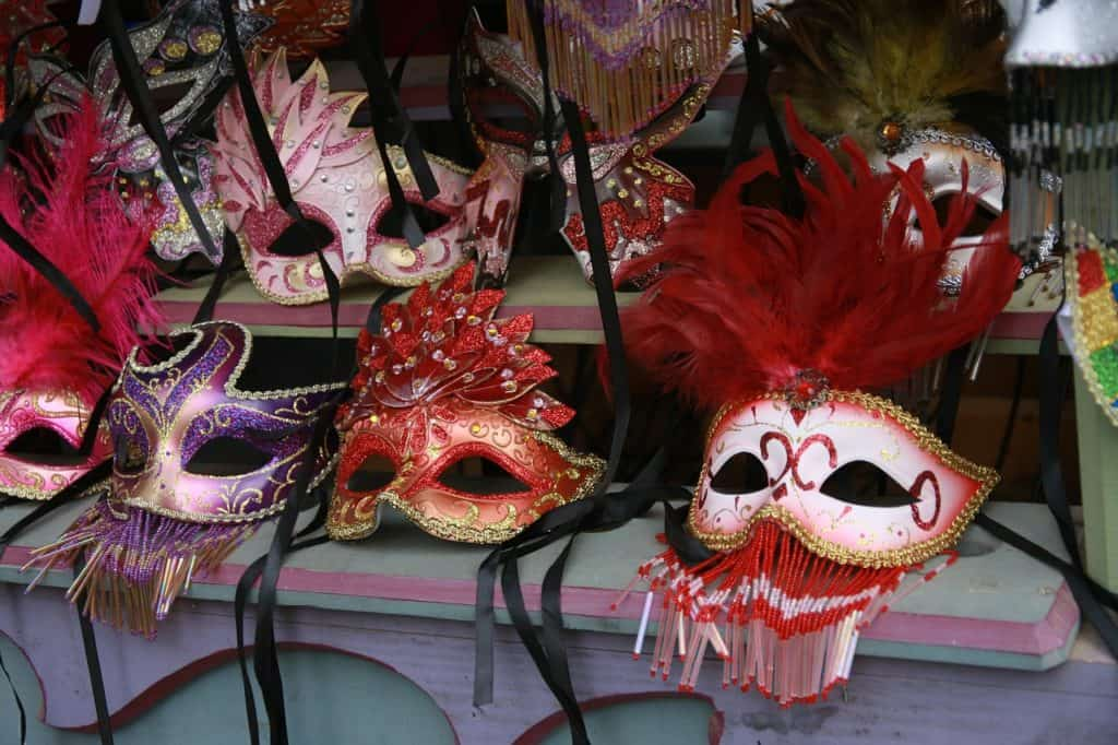 masquerade-birthday-theme-for-18-year-old